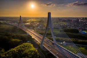 豊田市アローズブリッジの夕景の写真素材 [FYI04857499]