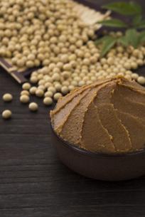 味噌と大豆の写真素材 [FYI04857814]
