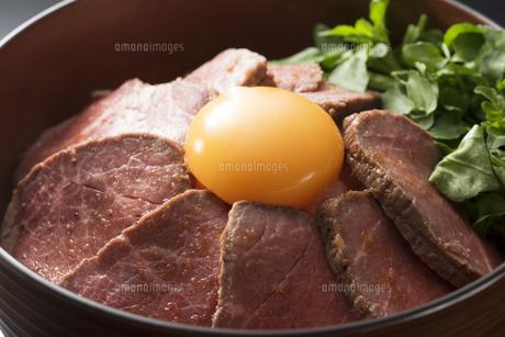 ローストビーフ丼の写真素材 [FYI04857922]