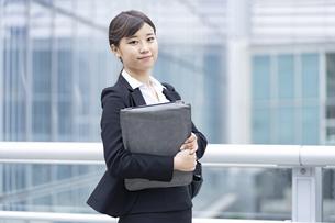 新入社員の通勤・就職活動イメージの写真素材 [FYI04858032]