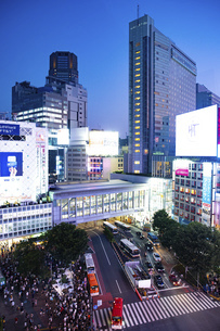 渋谷スクランブル交差点の写真素材 [FYI04858057]