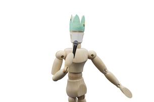 ニューノーマルでマスクをしてマイクを持って歌うデッサン人形の写真素材 [FYI04858199]
