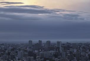 旭山記念公園から見る日の出の写真素材 [FYI04858290]