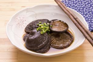 椎茸の含め煮の写真素材 [FYI04858435]
