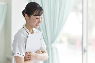 笑顔の看護師さんの写真素材 [FYI04858993]