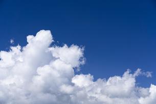 積乱雲と青空の写真素材 [FYI04859317]