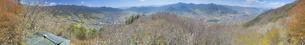 葛尾城跡の桜と坂城市街の全周パノラマの写真素材 [FYI04859670]