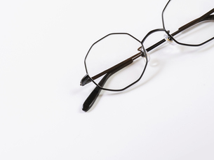 シンプルでおしゃれなメガネの写真素材 [FYI04859758]