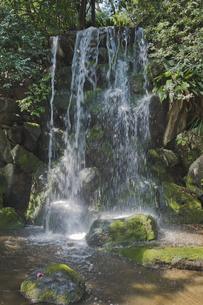 名主の滝公園の男滝の写真素材 [FYI04860013]
