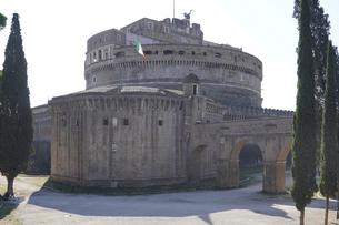 サン・ピエトロ大聖堂(バチカン)とサンタンジェロ城を結ぶパッセット・ディ・ボルゴと呼ばれる秘密の通路の写真素材 [FYI04860105]
