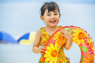 水着を着た女の子の写真素材 [FYI04860463]