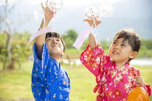 甚平を着た子供の写真素材 [FYI04860466]