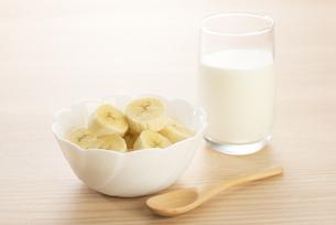 朝食のバナナの写真素材 [FYI04861103]