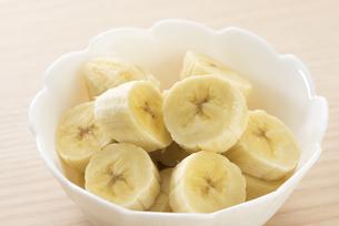 カットしたバナナの写真素材 [FYI04861104]
