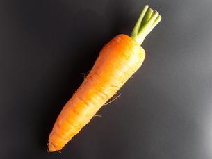 人参 黒背景 carrot Black backgroundの写真素材 [FYI04861829]