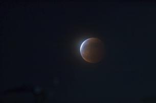 スーパームーンの皆既月食の写真素材 [FYI04862564]
