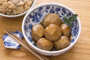 里芋の煮っ転がしの写真素材 [FYI04862710]