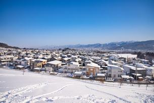 冬の住宅街の写真素材 [FYI04863145]