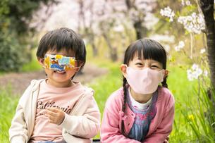 マスクをした子供の写真素材 [FYI04863290]