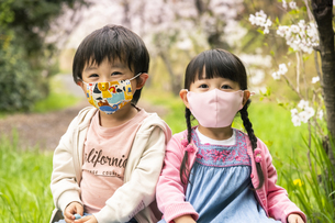 マスクをした子供の写真素材 [FYI04863291]