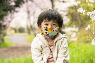 マスクをした子供の写真素材 [FYI04863293]