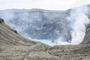 阿蘇山 火口湖の写真素材 [FYI04863315]