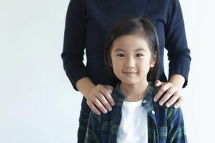 母親と女の子の写真素材 [FYI04863926]