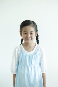 微笑む女の子の写真素材 [FYI04863958]