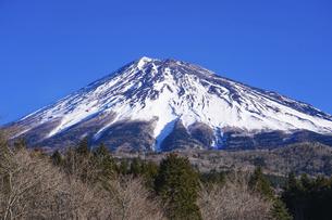 冬の富士山スカイライン(西臼塚駐車場)から富士山の眺めの写真素材 [FYI04864216]