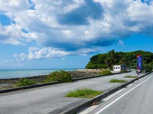 ようこそ瀬長島へ(瀬長海中道路)の写真素材 [FYI04864599]