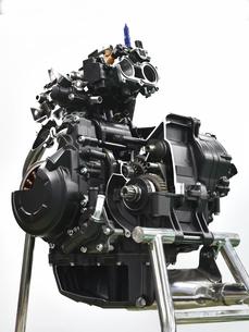 バイクエンジンのカットモデルの写真素材 [FYI04864784]