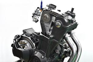 バイクエンジンのカットモデルの写真素材 [FYI04864785]