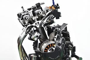 バイクエンジンのカットモデルの写真素材 [FYI04864786]