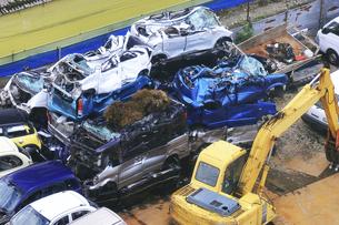 リサイクルされる自動車の写真素材 [FYI04865025]