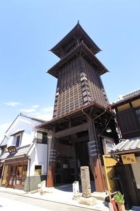 川越蔵の街 時の鐘の写真素材 [FYI04865105]