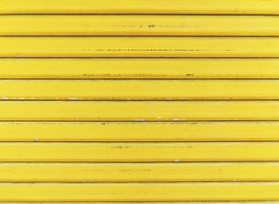 黄色いシャッターの画像の写真素材 [FYI04865220]