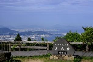 讃岐五色台から坂出の街並みと瀬戸内海の写真素材 [FYI04865315]