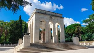 ローマ、ジャニコロの丘に建つガリバルディ軍の霊廟(Mausoleo Ossario Garibaldino)の写真素材 [FYI04865499]