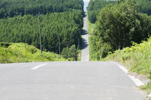 一直線に続く道路の写真素材 [FYI04865786]