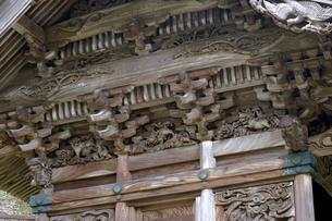 大瀧神社の彫刻の写真素材 [FYI04865971]