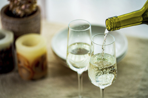 Two glasses of sparkling wine on dining table.Modern lifestyle image.の写真素材 [FYI04866311]