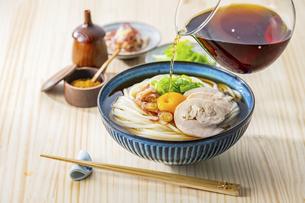 Kamatama-udon.Japanese udon noodle with raw egg.の写真素材 [FYI04866321]