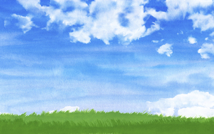 緑の草原に青空と夏雲水彩画のイラスト素材 [FYI04866412]