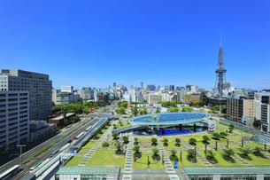 名古屋市 オアシス21・水の宇宙船とテレビ塔の写真素材 [FYI04866426]