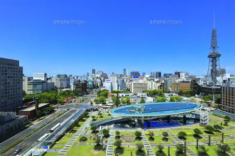 名古屋市 オアシス21・水の宇宙船とテレビ塔の写真素材 [FYI04866427]