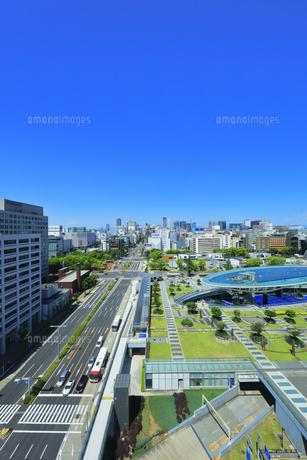 名古屋市 オアシス21・水の宇宙船と町並みの写真素材 [FYI04866428]