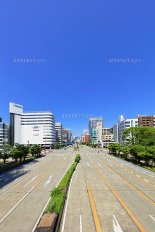 名古屋市 桜通に久屋大通(100メートル道路)の写真素材 [FYI04866858]
