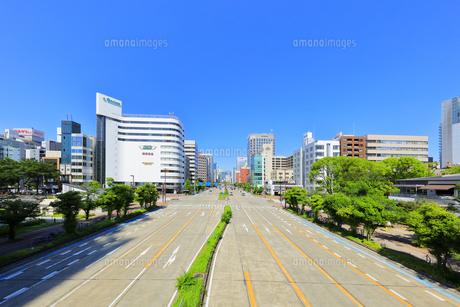 名古屋市 桜通に久屋大通(100メートル道路)の写真素材 [FYI04866859]