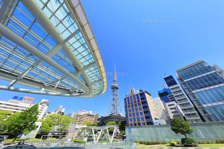 名古屋市 オアシス21・水の宇宙船とテレビ塔の写真素材 [FYI04866864]