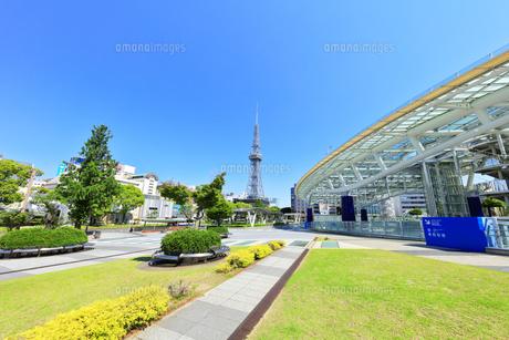 名古屋市 オアシス21・水の宇宙船とテレビ塔の写真素材 [FYI04866870]